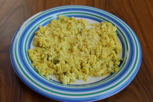 "Gobble Green Mushroom Scramble with ""Cheese"""