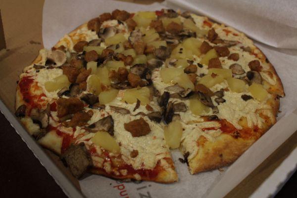 zPizza Hawaiian Pizza