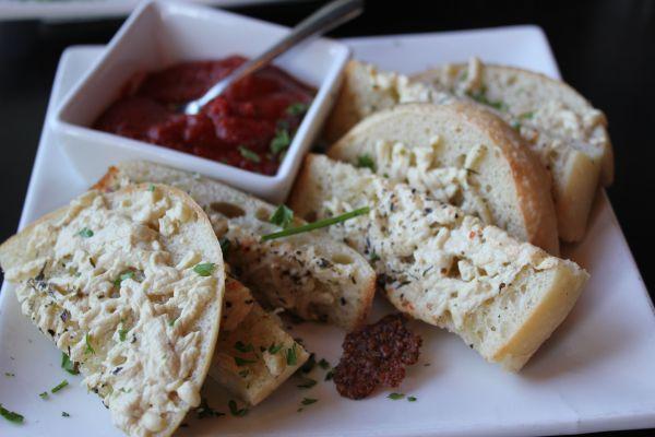 Evo Kitchen Garlic Cheese Bread
