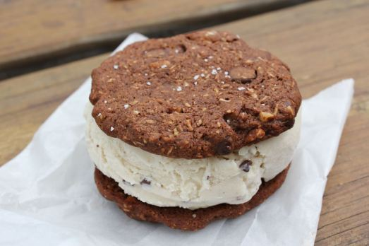 Divine Dips Mint Cookie Sandwich